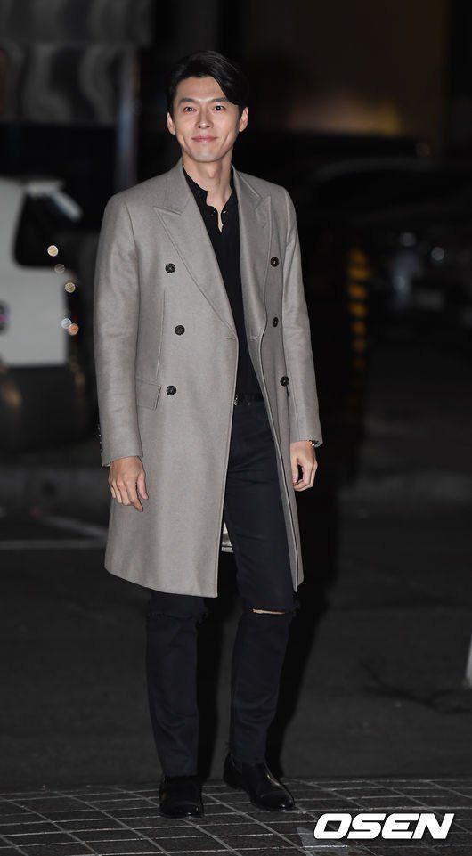 Hyun Bin ngoài đời thích diện vest như quý ông, vuốt tóc lãng tử - Ảnh 7.
