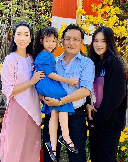 Trịnh Kim Chi quấn quýt chồng đại gia - Ảnh 8.