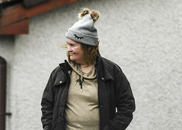Ngồi trên đống tiền nhờ giọng hát khiến ai cũng phải ngả mũ, nữ ca sĩ có vóc dáng quê mùa vẫn sống trong nhà cũ ở quê - Ảnh 12.