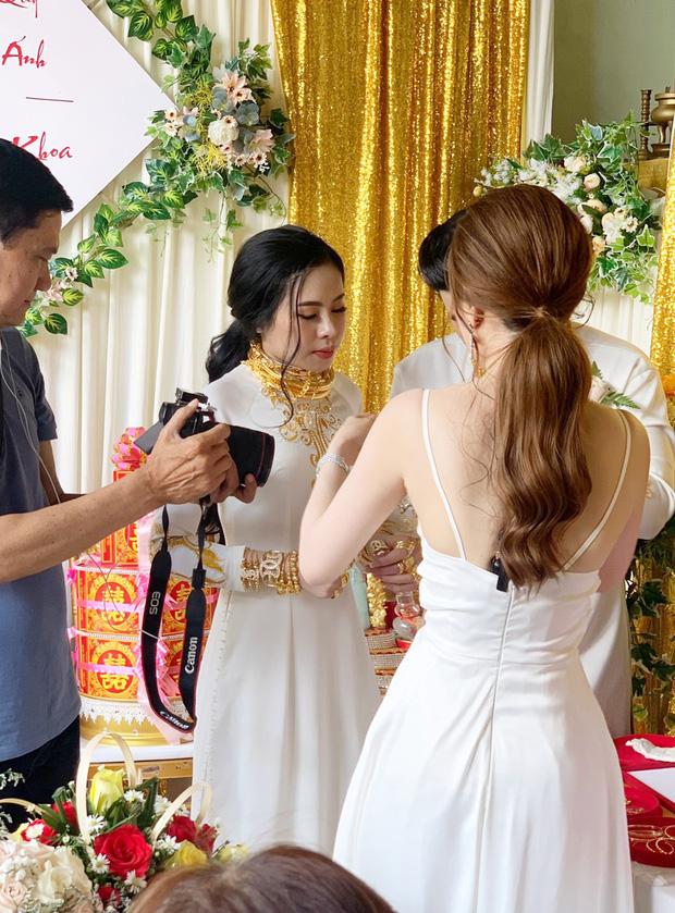 Đám cưới với hồi môn siêu khủng ở Đồng Nai: Lời chia sẻ của người chị tặng em gái 49 cây vàng và 2,5 tỷ - Ảnh 1.