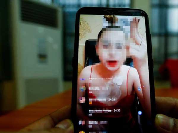 Thủ tướng Hun sen yêu cầu xử lý phụ nữ ăn mặc gợi cảm bán hàng trên MXH - Ảnh 1.