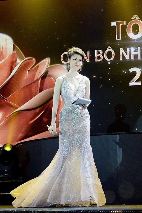 Tài sản khổng lồ của người đẹp bị đồn yêu trai trẻ phim Hậu duệ mặt trời phiên bản Việt - Ảnh 3.