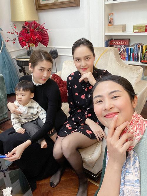 Á hậu Thanh Tú ôm con đi hội ngộ đội mỹ nhân Hoa hậu Việt Nam - Ảnh 3.