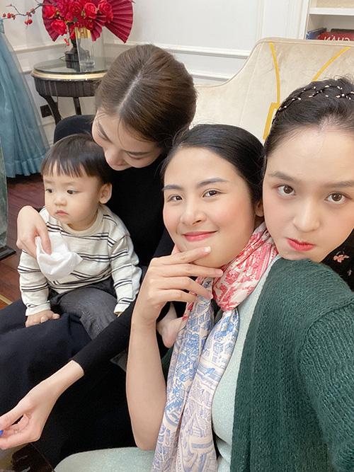 Á hậu Thanh Tú ôm con đi hội ngộ đội mỹ nhân Hoa hậu Việt Nam - Ảnh 4.