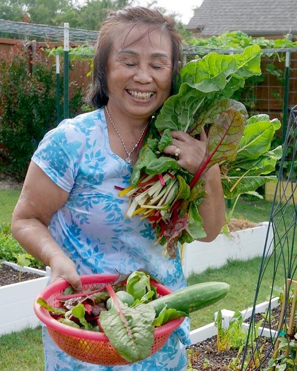 Con gái tặng mẹ vườn rau Việt trên đất Mỹ  - Ảnh 7.