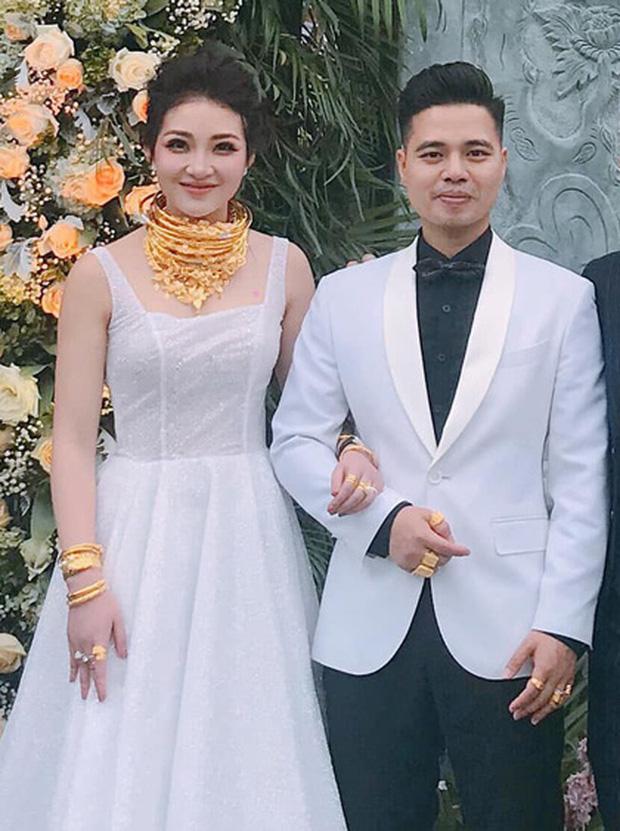 Cô dâu làm đám cưới trong lâu đài ở Nam Định được hồi môn 200 cây vàng bây giờ ra sao? - Ảnh 2.