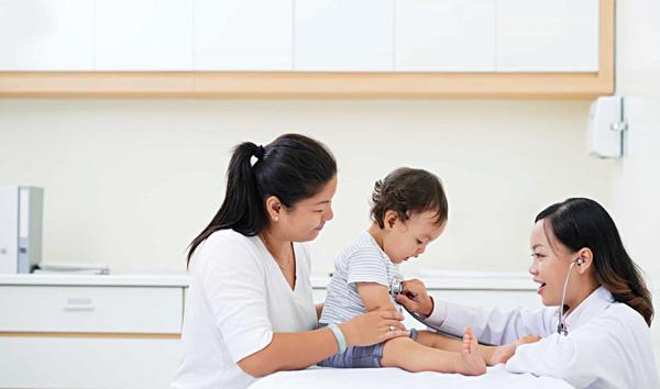 Khám sàng lọc trước tiêm vắcxin phòng bệnh cho trẻ em - Ảnh 1.