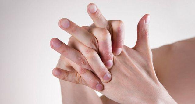 Nếu ngón tay xuất hiện những dấu hiệu này, cảnh giác ngay vì có thể bạn mắc ung thư phổi  - Ảnh 3.