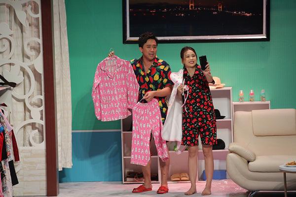 Mỹ nhân Việt sở hữu 50 tỷ tuột váy thành đồ ngủ trên truyền hình - Ảnh 2.