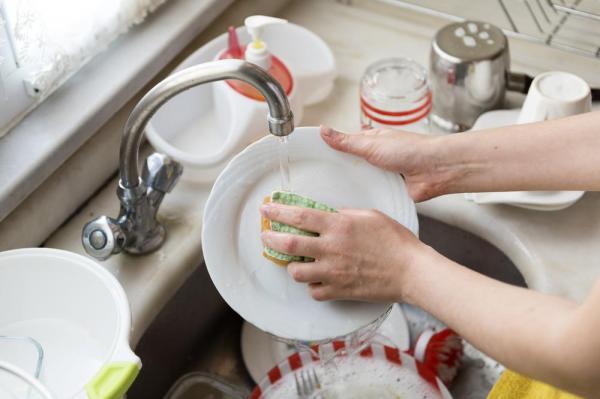 Thói quen dùng nước rửa chén cực kì sai lầm mà chị em hầu như ai cũng mắc - Ảnh 3.