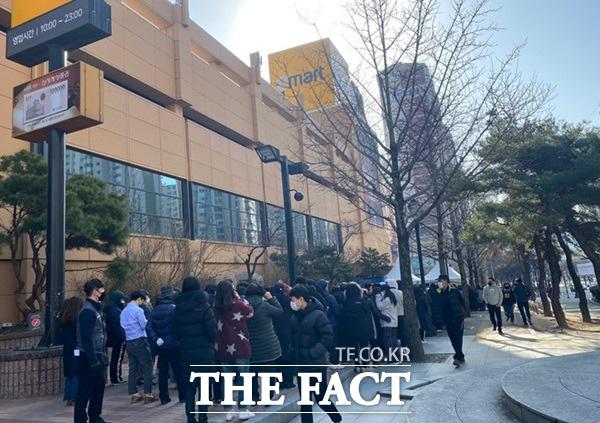 Hành động tuyệt vời của siêu thị Hàn Quốc giúp người dân giữa tâm dịch COVID-19 - Ảnh 3.