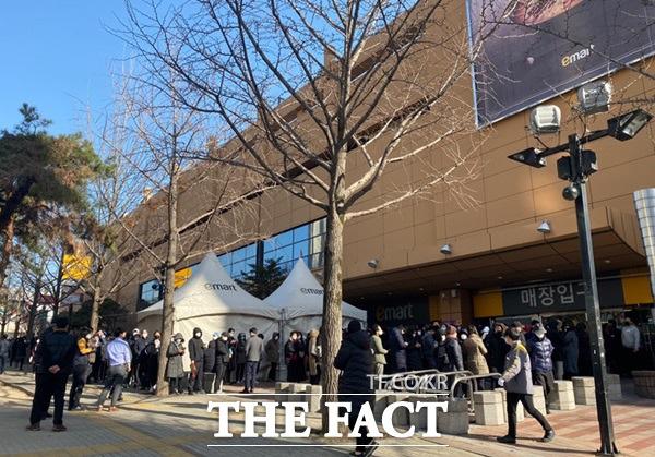 Hành động tuyệt vời của siêu thị Hàn Quốc giúp người dân giữa tâm dịch COVID-19 - Ảnh 4.