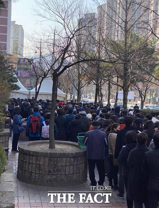 Hành động tuyệt vời của siêu thị Hàn Quốc giúp người dân giữa tâm dịch COVID-19 - Ảnh 5.