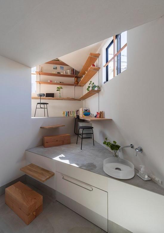 Mê cung trong căn nhà 3 tầng khi mặt sàn được chia thành 16 độ cao khác nhau - Ảnh 2.