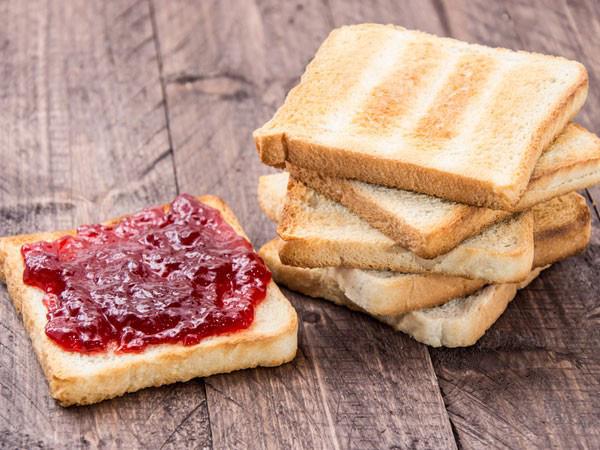 Tác hại 'chết người' của bánh mì, người có dấu hiệu này không nên ăn - Ảnh 2.