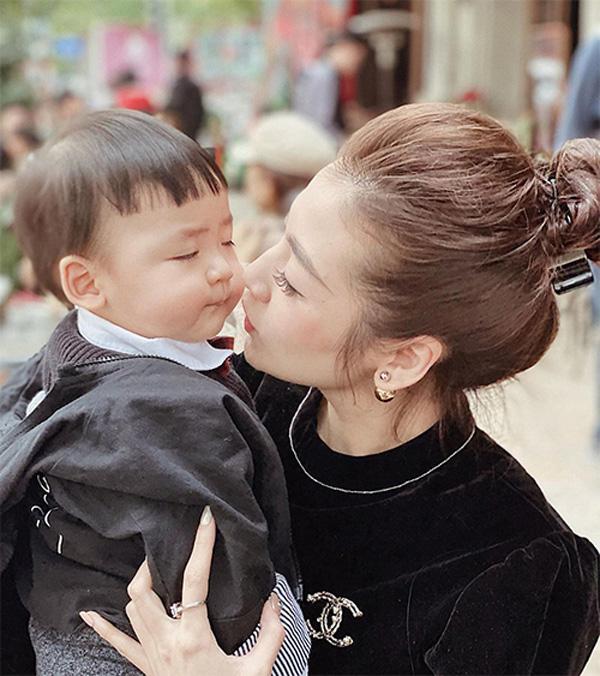 Cậu con trai hơn tuổi vô cùng đáng yêu của Á hậu Dương Tú Anh - Ảnh 4.