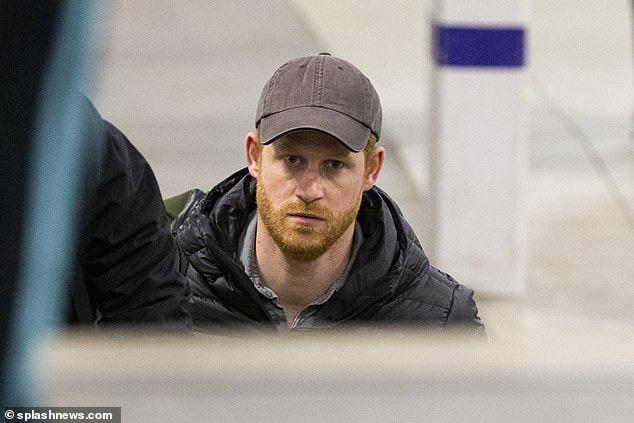 Meghan Markle dính nghi vấn nợ nần, hết tiền sau khi ra ở riêng, bị cha đẻ lên án hành vi xúc phạm Nữ hoàng Anh? - Ảnh 2.