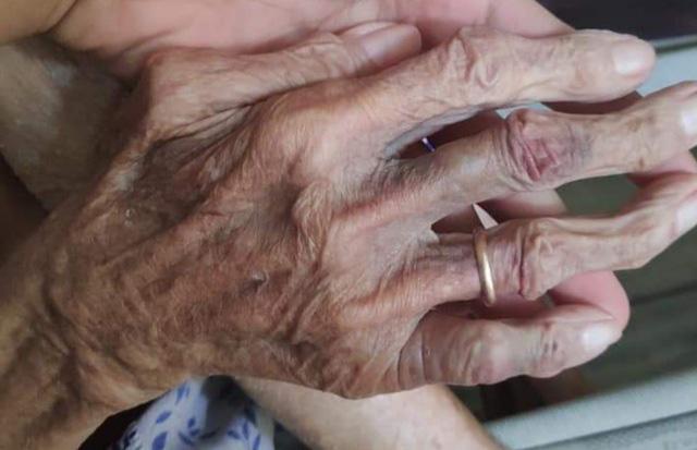 Lời khai gây phẫn nộ của con dâu, con trai đánh đập mẹ già gần 90 tuổi - Ảnh 3.