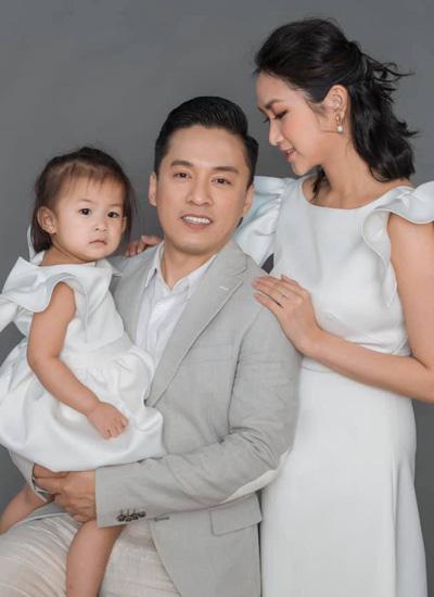 Lam Trường và cách giữ gìn hôn nhân với vợ trẻ sau một lần đổ vỡ - Ảnh 2.