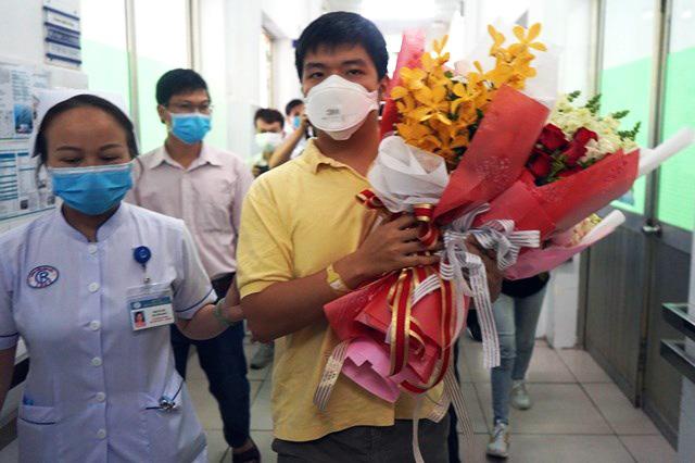 Người Trung Quốc nhiễm nCoV ở TP.HCM được xuất viện, liên tục cảm ơn bác sĩ Việt Nam - Ảnh 3.