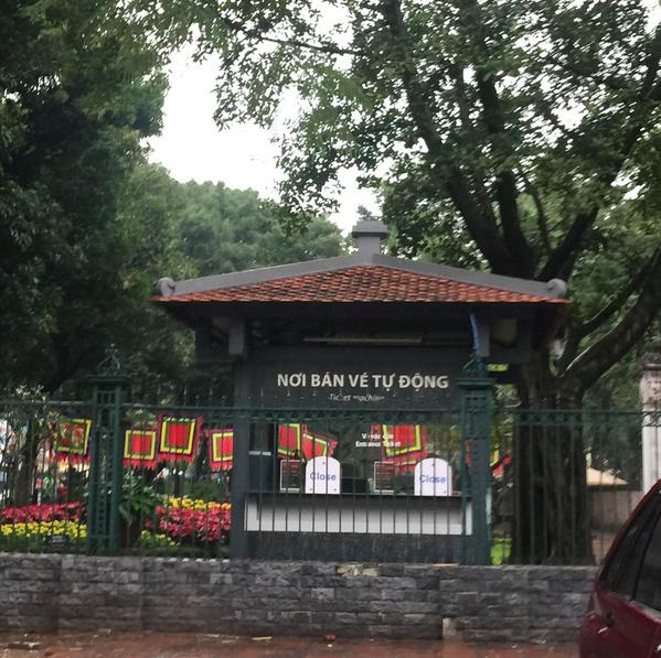Hà Nội: Văn Miếu, Hoàng Thành và nhiều đền chùa đồng loạt treo thông báo đóng cửa để phòng virus corona - Ảnh 2.