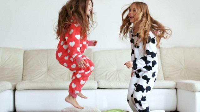 Những trò chơi khiến trẻ vui hết sảy trong những ngày  ở nhà tránh dịch - Ảnh 2.