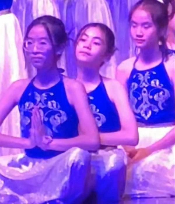 Con gái Quyền Linh được khen múa đẹp như nghệ sĩ - Ảnh 2.