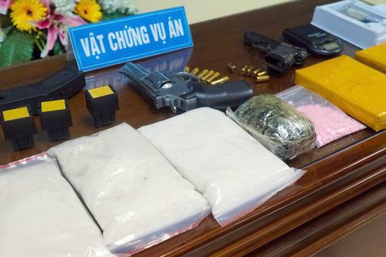 Ông trùm lô ma túy tiền tỷ thủ súng, đạn trong nhà - Ảnh 1.