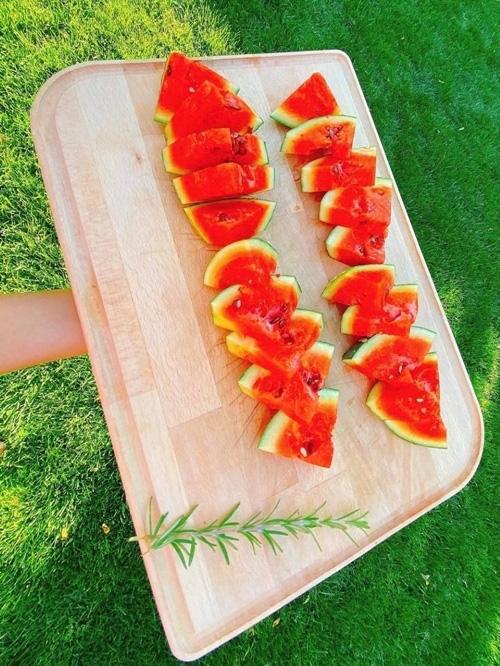 Hoa hậu Phạm Hương khoe thu hoạch trái cây tươi ngon trong vườn nhà ở Mỹ - Ảnh 5.