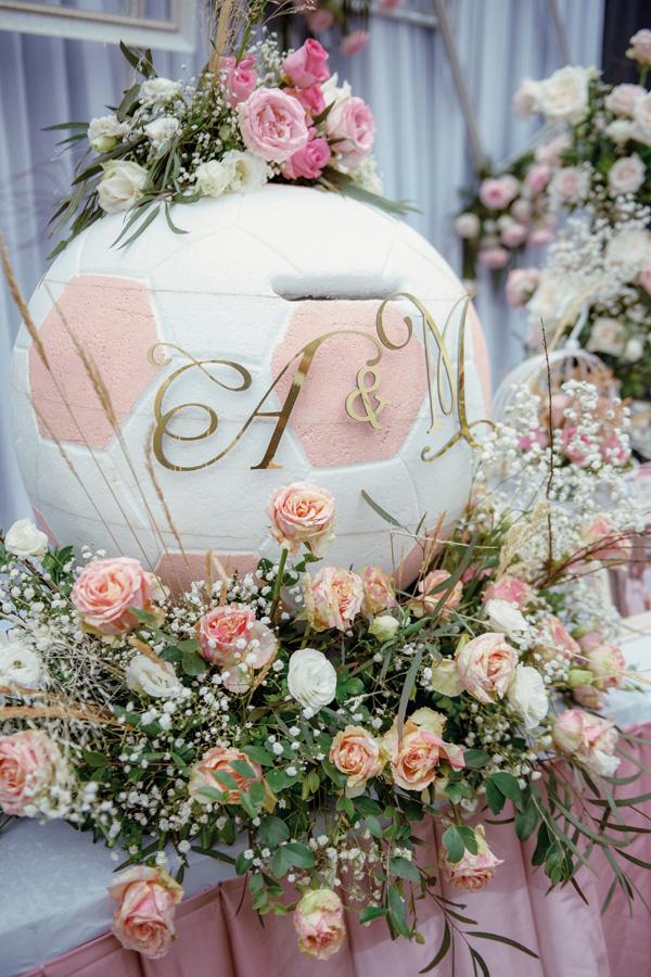 Mãn nhãn không gian tiệc cưới xa hoa lộng lẫy của cầu thủ Duy Mạnh tại sân bóng quê nhà - Ảnh 4.