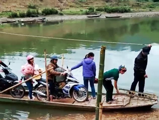 Huyện Quan Hóa, Thanh Hóa: Biết nguy hiểm, dân vẫn phải nài xin qua sông - Ảnh 1.