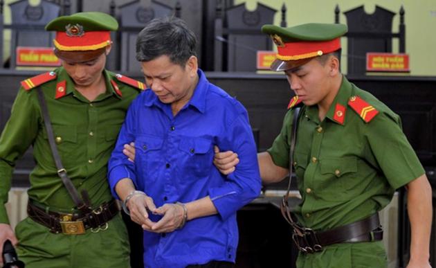 Khởi tố, bắt giam cựu Thượng tá công an trong vụ gian lận điểm thi ở Sơn La - Ảnh 2.