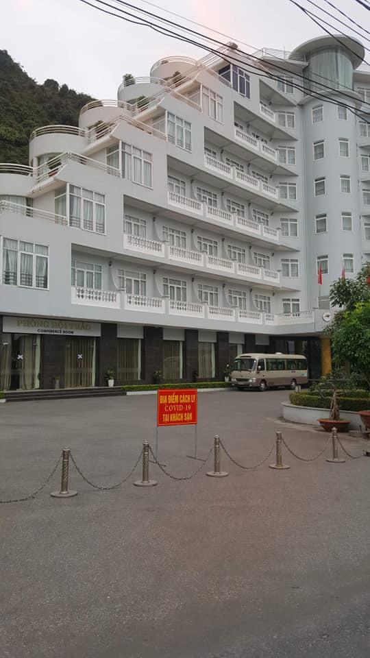 Hải Phòng cách ly, phong tỏa một khách sạn ở Cát Bà có khách bay cùng ca nhiễm COVID-19 thứ 34 - Ảnh 2.