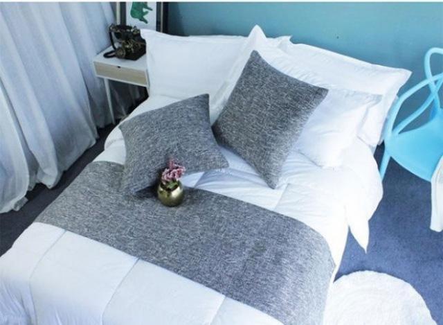 Sự thật về chiếc khăn trải ngang cuối giường mà khách sạn nào cũng có - Ảnh 3.