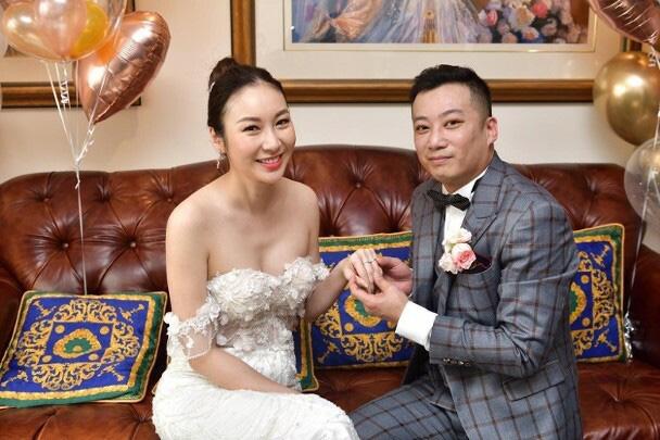 Mỹ nhân Hong Kong cưới qua livestream - Ảnh 1.