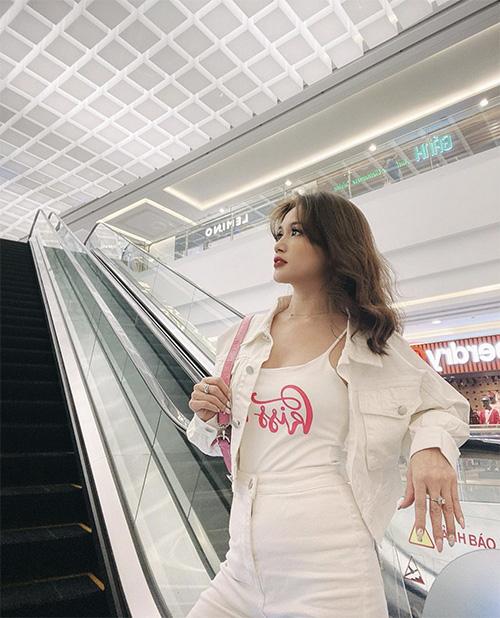 Phối váy áo hai dây như sao Việt - Ảnh 12.