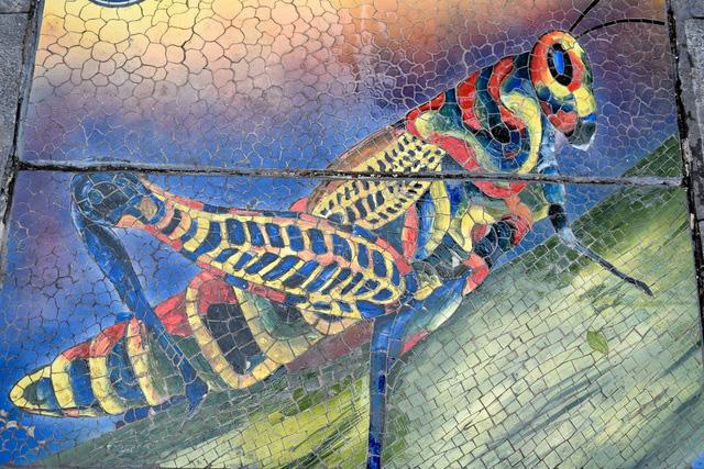 Hà Nội: Biến nắp cống, nắp hố ga thành tranh gốm rực rỡ sắc màu - Ảnh 4.
