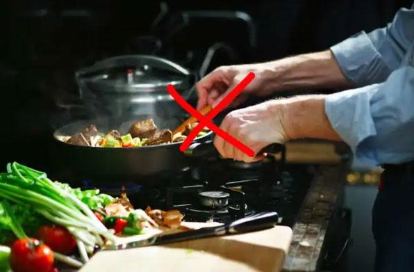 9 thói quen biến món ăn trở thành thảm họa nhưng các bà nội trợ vẫn cứ nghĩ là mình đang làm đúng - Ảnh 8.