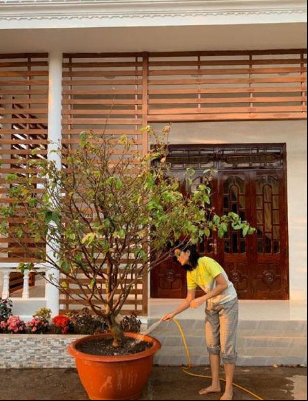 Hết xây nhà sàn rồi đến nhà gạch cho bố mẹ, Hoa hậu HHen Niê khiến nhiều người xuýt xoa ngưỡng mộ - Ảnh 2.