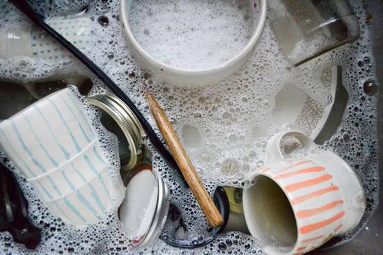 Những sai lầm cực nguy hiểm mà nhiều người vẫn mắc khi rửa bát - Ảnh 2.