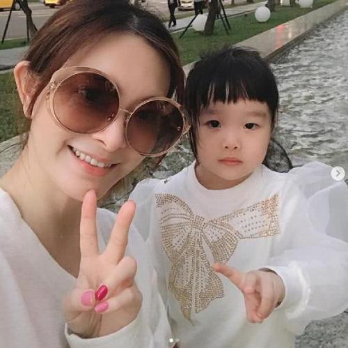 Con gái 4 tuổi của nữ diễn viên vừa qua đời ở tuổi 44 vẫn chờ mẹ về nhà - Ảnh 2.