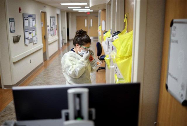 Các bệnh viện Mỹ khủng hoảng với sự thiếu hụt y tá chưa từng có - Ảnh 3.