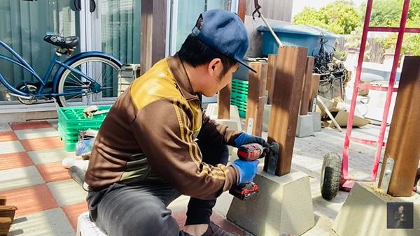 Bằng Kiều làm bác thợ vườn, nhiều sao Việt chật vật mưu sinh trong mùa COVID-19 - Ảnh 1.