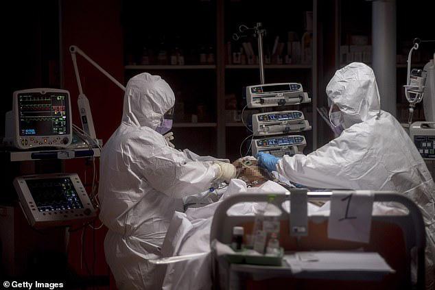 Giật mình Italy: Đã lên tới 6.205 nhân viên y tế bị nhiễm COVID-19, 37 y bác sĩ thiệt mạng - Ảnh 3.