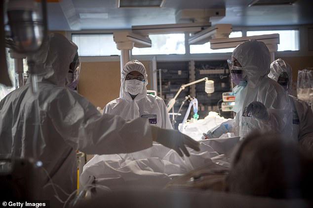 Giật mình Italy: Đã lên tới 6.205 nhân viên y tế bị nhiễm COVID-19, 37 y bác sĩ thiệt mạng - Ảnh 7.