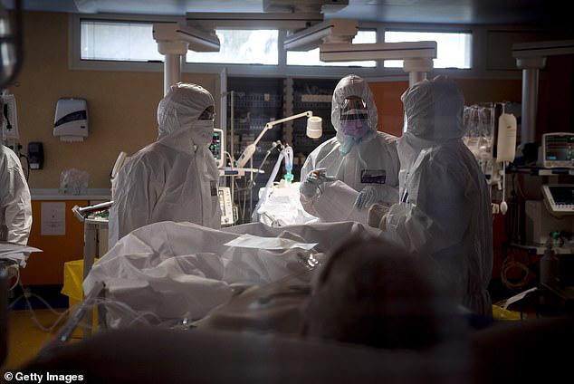 Giật mình Italy: Đã lên tới 6.205 nhân viên y tế bị nhiễm COVID-19, 37 y bác sĩ thiệt mạng - Ảnh 8.