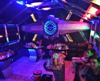 Hải Phòng: Bất chấp lệnh cấm, quán karaoke vẫn hoạt động trong dịch COVID-19 - Ảnh 2.