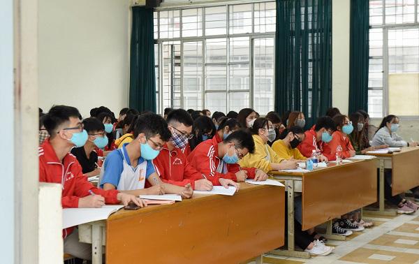 Nhiều trường đại học tiếp tục cho sinh viên tạm nghỉ học đến hết tháng 3 - Ảnh 3.