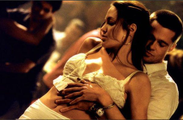 Angelina Jolie cố tình cởi nội y để quyến rũ Brad Pitt khi đóng cảnh giường chiếu - Ảnh 2.