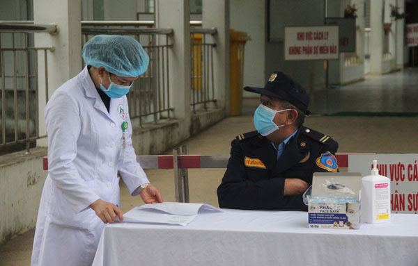 Lào Cai cách ly 180 người tiếp xúc trực tiếp và gián tiếp với 2 du khách Anh nhiễm COVID-19 - Ảnh 4.
